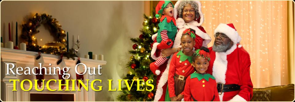 family in a christmas custume